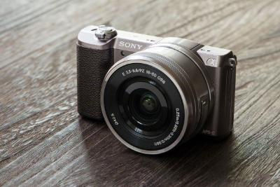 高速AFとXAVC Sを備えたコンパクト一眼カメラ「α5100」をヨーロッパで発表。