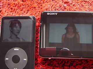 過酷な視認性比較「新iPodとHMP-A1」