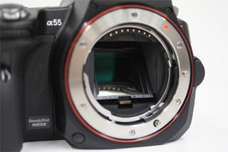 """コンパクトデジタル一眼カメラ""""α55""""の外観レビュー。"""