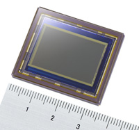 APS-Cサイズで有効1247万画素のCMOSセンサーを製品化!