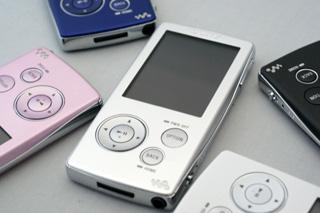 想像以上に薄くて質感の高いウォークマンA800シリーズ全5カラー。