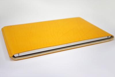 VAIO Zシリーズのために作られたハンドメイドレザーケースのサンプルを試す!