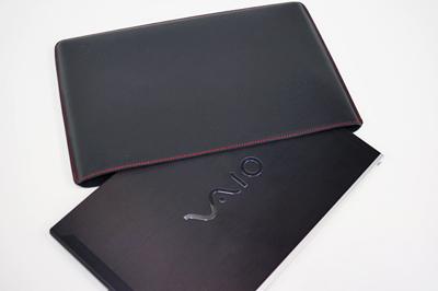 「VAIO Zシリーズ専用レザーケース」に、ブラックレザーxレッドステッチx裏地黒のサンプルケース到着!