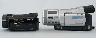 小さい「HDR-CX7」をかなりひいき目に見て大きさ比較。