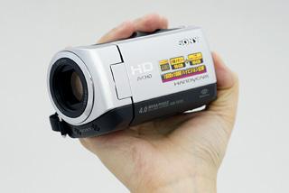 コンパクトさに加えて拡張性をプラスした「HDR-CX120」
