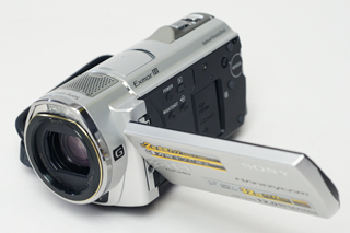 コンパクトでも性能を妥協しないメモリーハンディカム「HDR-CX520V/500V」(その1)