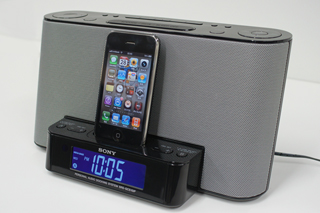 iPhoneとドックスピーカー「SRS-GCS10IP」をドッキングして遊びまくる。
