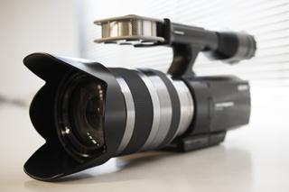 APS-Cセンサーを搭載してレンズ交換できるHDビデオカメラ「NEX-VG10」!